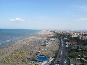 Beach_of_Rimini_(14-07-2012)