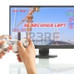 5557641-macho-mano-sosteniendo-un-gamepad-juego-por-s-sola-la-imagen-y-dise-o-en-pantalla-son-m-os