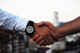 Voglio un lavoro non voglio vendere - la stretta di mano
