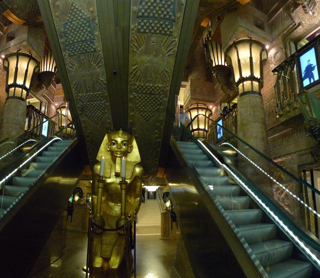 """La """"scala egizia"""" di Harrods"""